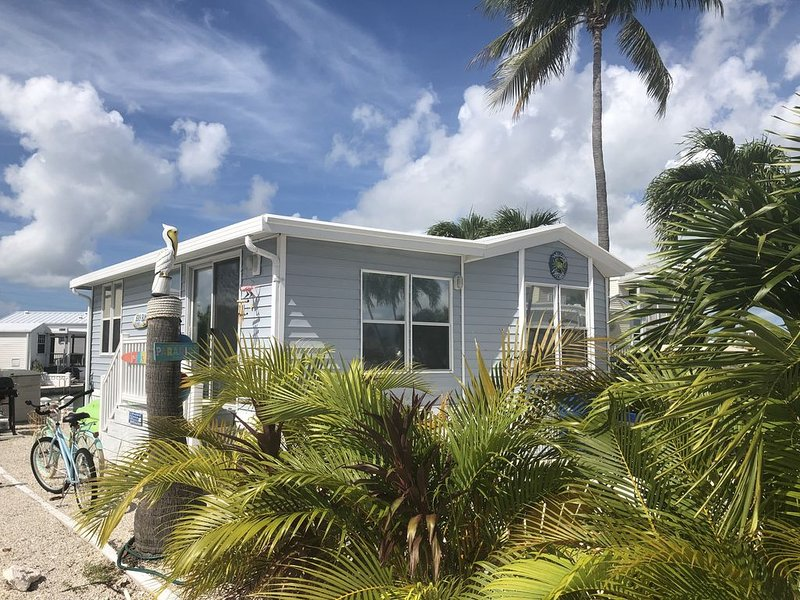 Paradise in the Keys close to oceanfront pool with 35' seawall, holiday rental in Cudjoe Key