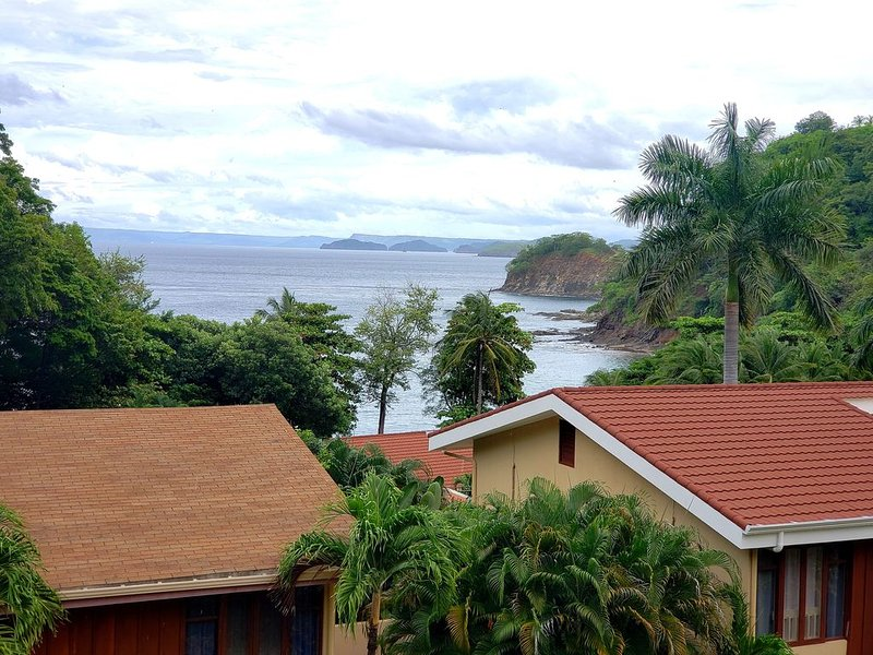 3 Bedroom Ocean View Villa, vacation rental in Playa Ocotal