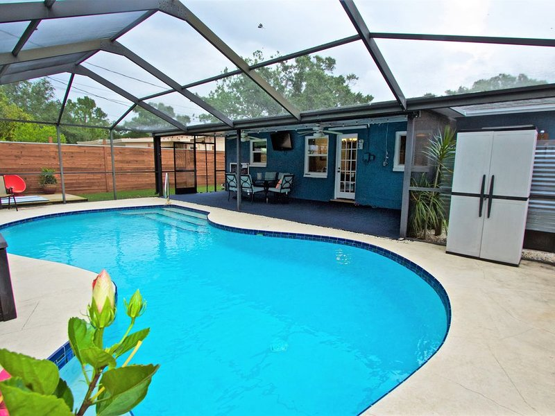 Private home w/ Heated pool, close to Clearwater Beach! – semesterbostad i Largo