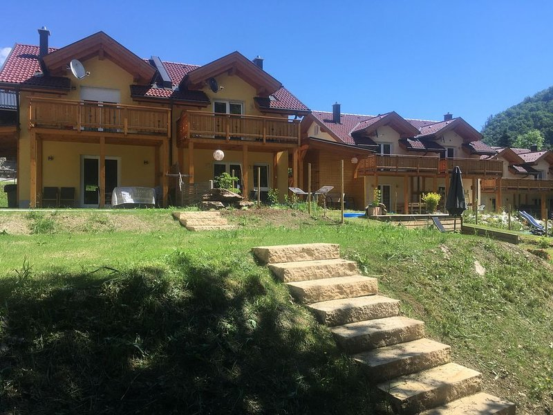 KWO-villa Sonnenglück 48 DG, holiday rental in Bad Bleiberg