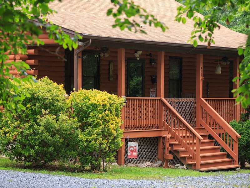 A Cozy Bear Cottage - Clean and Secluded!!!, holiday rental in Luray