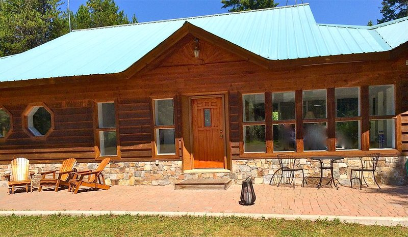 Comfy, Cozy, Great For Families, 1 Mile From Glacier's Main Entrance., vacation rental in West Glacier