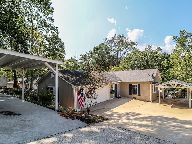 New!Lake Hartwell Connection 5 minutes to Green Pond Landing, 18 mins to Clemson, alquiler de vacaciones en Anderson