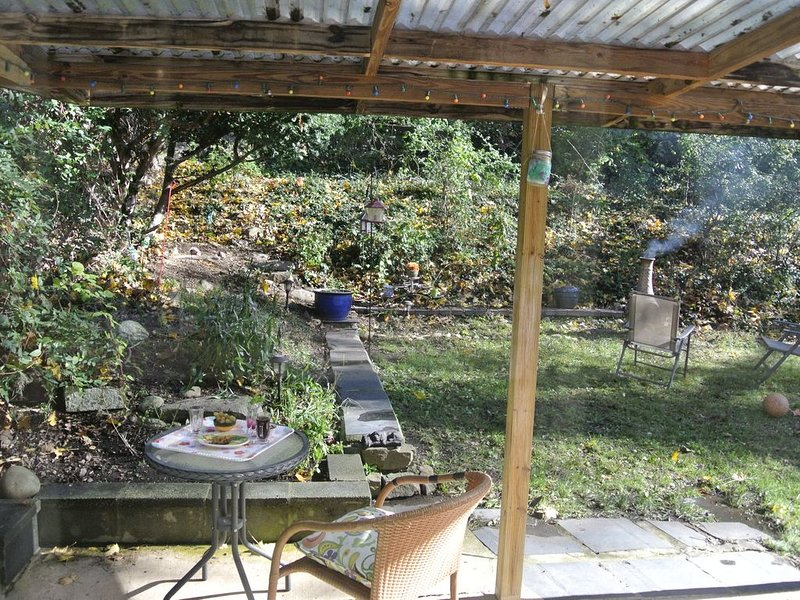 NYC Backyard , Stay in NJ Private Home Fifteen Minutes from Time Square, vacation rental in Glen Rock