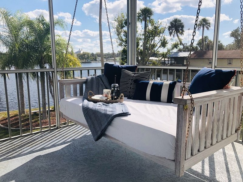 Ultra-Clean, Spacious and Secluded - 5 Star Rated Waterfront Home in Homosassa., holiday rental in Homosassa