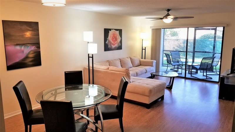 Fabulous, Serene First Floor Condo Oasis in Stuart, holiday rental in Port Salerno