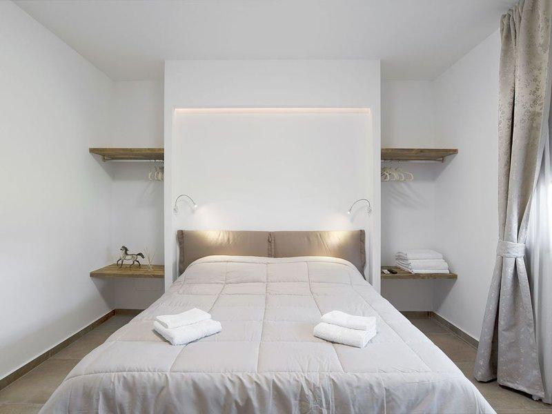 Modernes Apartment am Gardasee mit WLAN und Terrasse; Parkplatz vorhanden, holiday rental in Bardolino