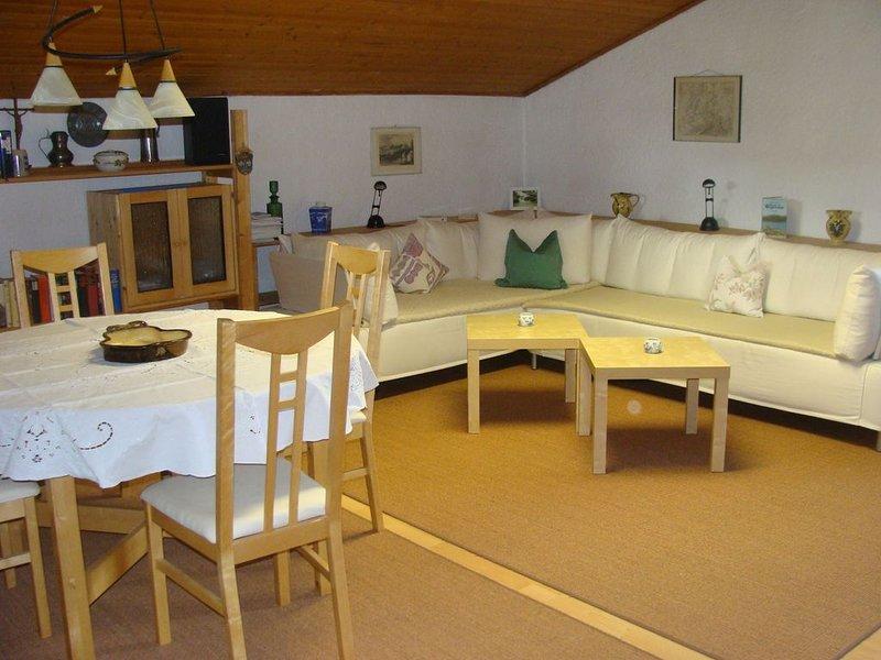 Rustikale Ferienwohnung mit Terrasse und WLAN; Parkplätze vorhanden, Haustiere e, alquiler de vacaciones en Bad Heilbrunn