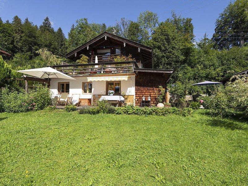 Gemütliches Apartment mit Garten, Terrasse und WLAN; Parkplätze vorhanden, Haust, alquiler de vacaciones en Bad Heilbrunn