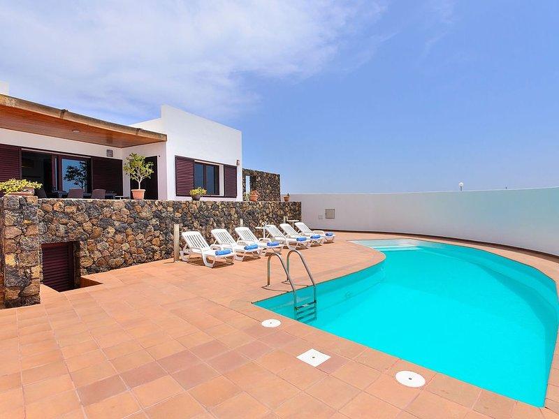 Klimatisierte Villa am Strand mit Pool, Terrasse, Meerblick & WLAN; Parkplätze v, casa vacanza a Arrecife