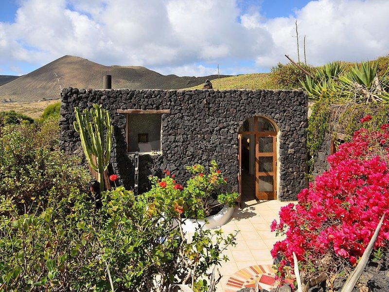 Rustikales Haus in schöner Lage mit WLAN, Terrasse & Garten; Haustiere erlaubt, location de vacances à Hembert