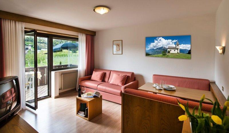 Ferienwohnung in ruhiger Lage mit WLAN und Balkon; Haustiere sind erlaubt, vacation rental in Tarres