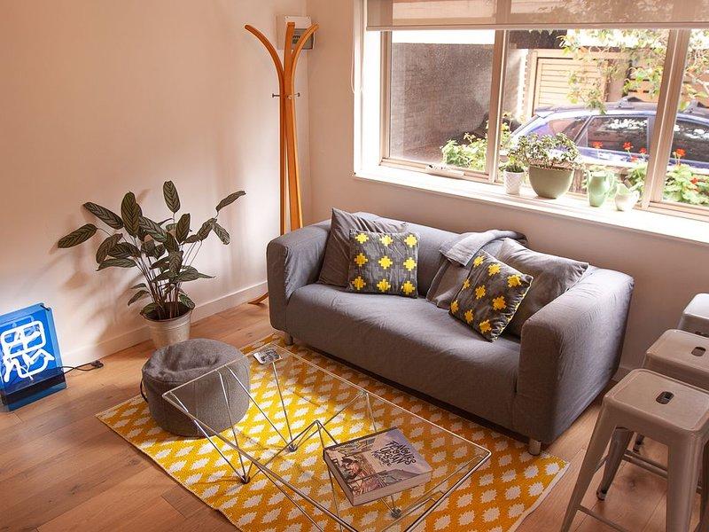 Room in quiet apartment in great suburb, location de vacances à Northcote