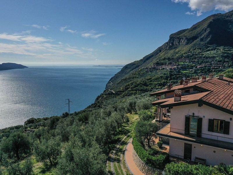 Ruhige Wohnung mit Zugang zum Pool, atemberaubender Aussicht und privater Terras, Ferienwohnung in Gardola