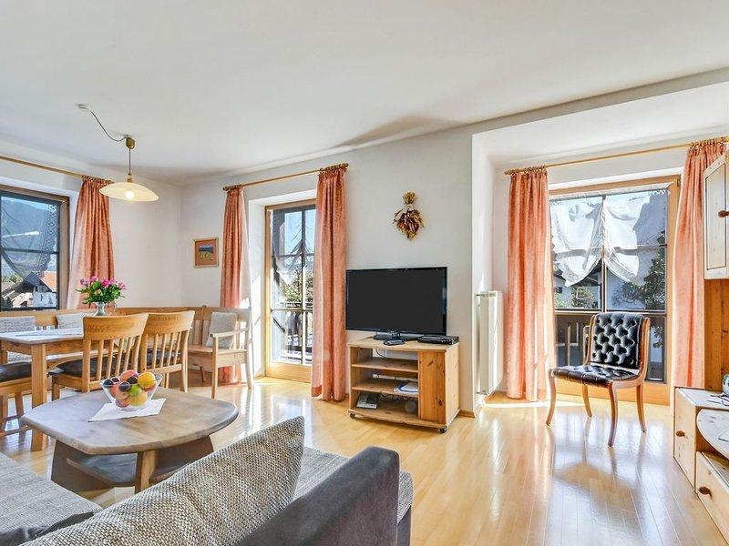 """Gemütliche Katharinenhof Ferienwohnung """"Kramer Groß"""" mit Balkon, Bergblick und W, holiday rental in Garmisch-Partenkirchen"""