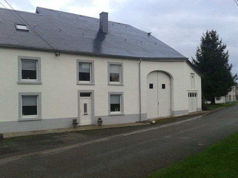 großes komfortables Haus in ruhiger Lage, in der Nähe von Wander- und Radwegen, casa vacanza a Recogne (Bastogne)