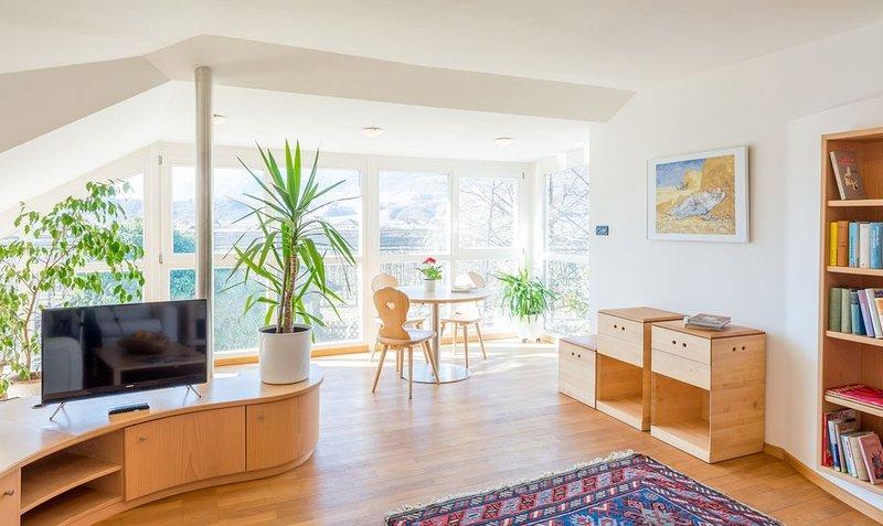 Luxuriöses Apartment mit Terrasse, herrlicher Aussicht und Zugang zum Garten, holiday rental in Meltina