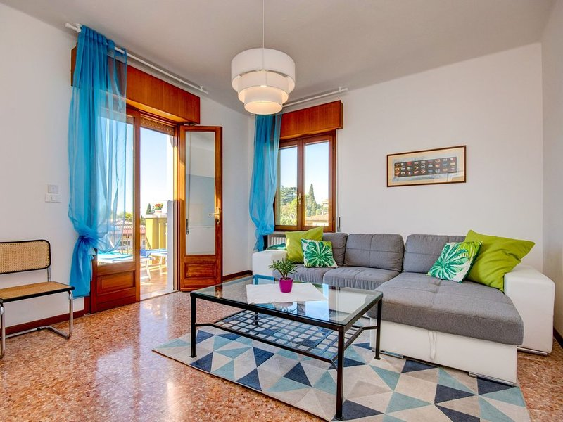 Buntes Flair mit Meerblick - Apartment Le Vele, holiday rental in Garda