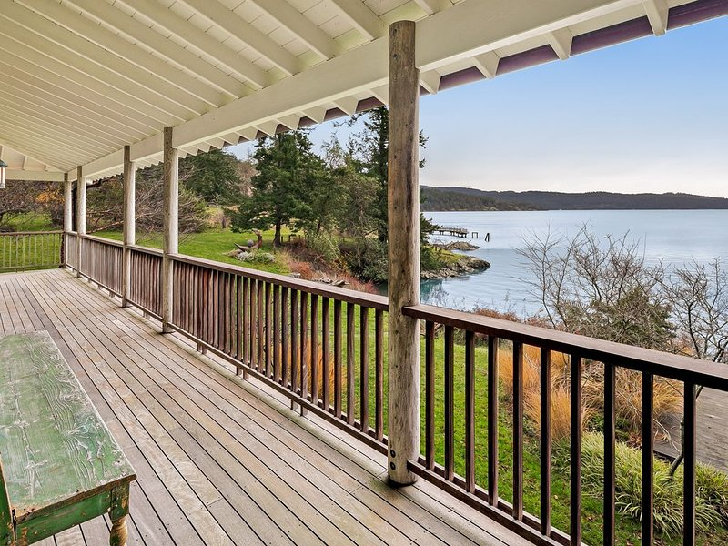 Waterfront & family-friendly home w/ deck,great views, full kitchen & WiFi!, vacation rental in Orcas