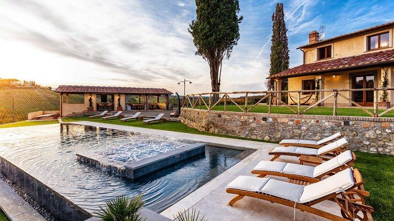 VILLA SARAH  SAN GIMIGNANO LUXURY VILLA  5 camere en suite, piscina  con spa, holiday rental in San Gimignano