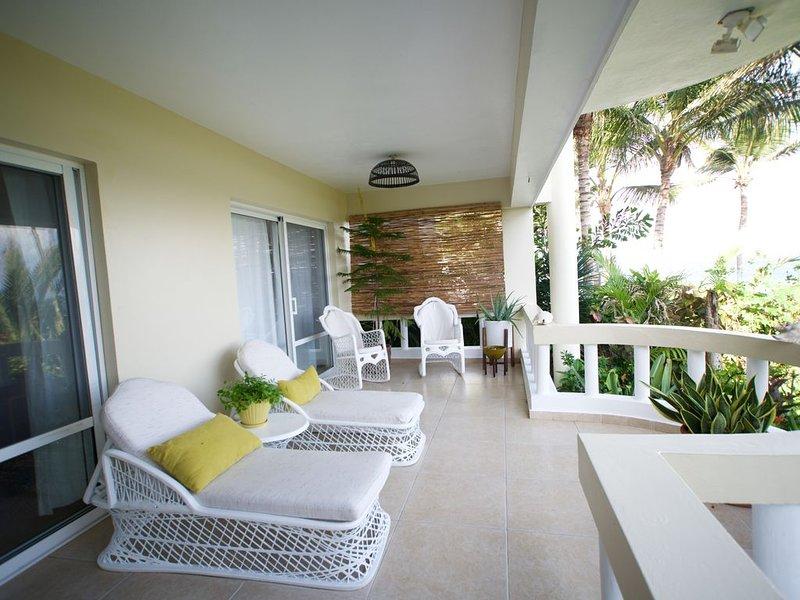 Luxurious 3-Bedrooms on Kite Beach - Work from Paradise w/ Fiberoptic Internet, Ferienwohnung in Cabarete