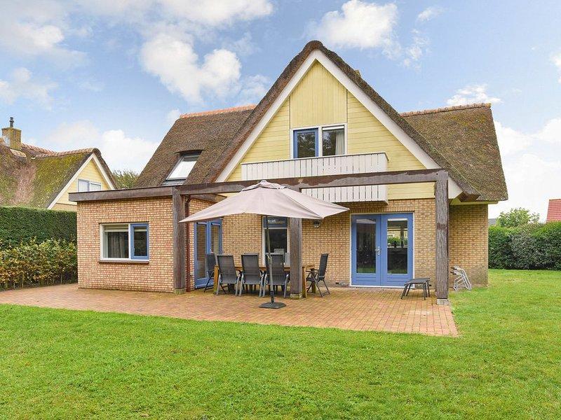 Luxus 6-Personen-Villa im Ferienpark Landal Villapark Vogelmient, vacation rental in Den Hoorn