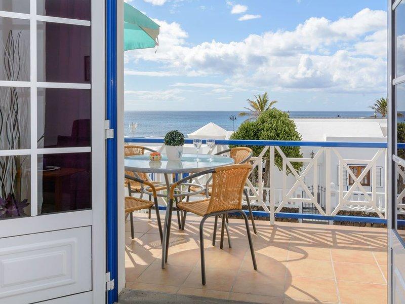 Charmantes Apartment in Strandnähe mit Balkon, WLAN und traumhaftem Ausblick, holiday rental in Arrieta