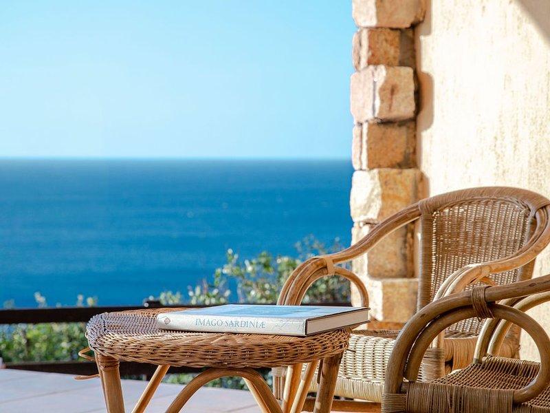 Wunderschöne Villa Aurora in Strandnähe mit Meerblick, Garten, Balkon und Terras, aluguéis de temporada em Costa Paradiso