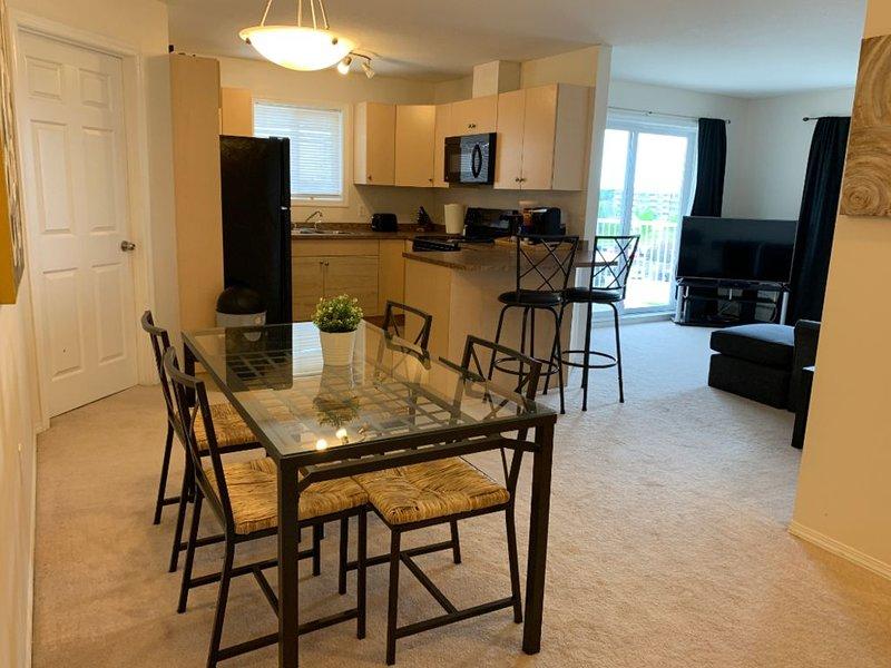 Top Floor Bright 2BR 2Bath Condo next to Westview, location de vacances à Alberta Beach
