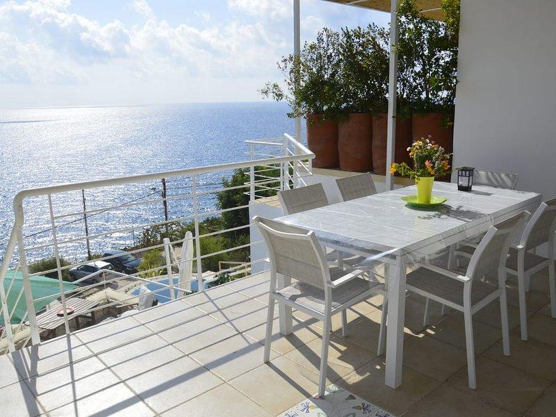 Ferienhaus mit traumhaftem Außenbereich, Meerblick und WLAN, location de vacances à Marina di Marittima