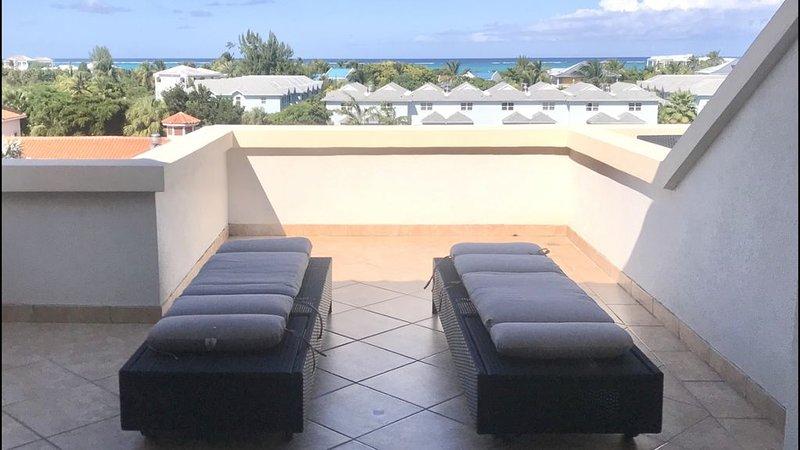 Modern Ocean View Junior One Bedroom Condo at La Vista Azul, location de vacances à The Bight Settlement