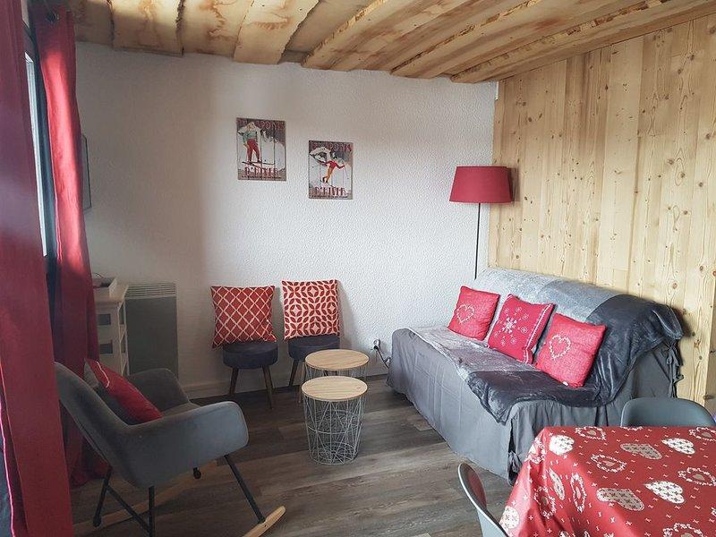 Appartement PRAZ DE LYS 6-8 personnes le VESINE, casa vacanza a Onnion