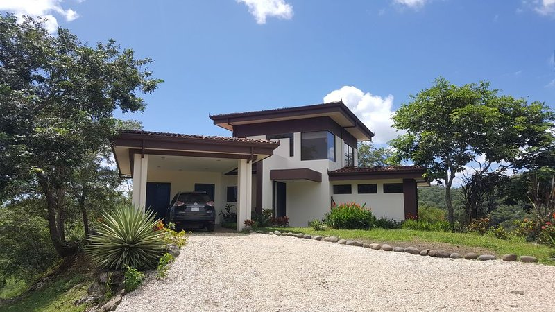 Modern, secluded, spacious villa close to beach, vacation rental in Nuevo Colon