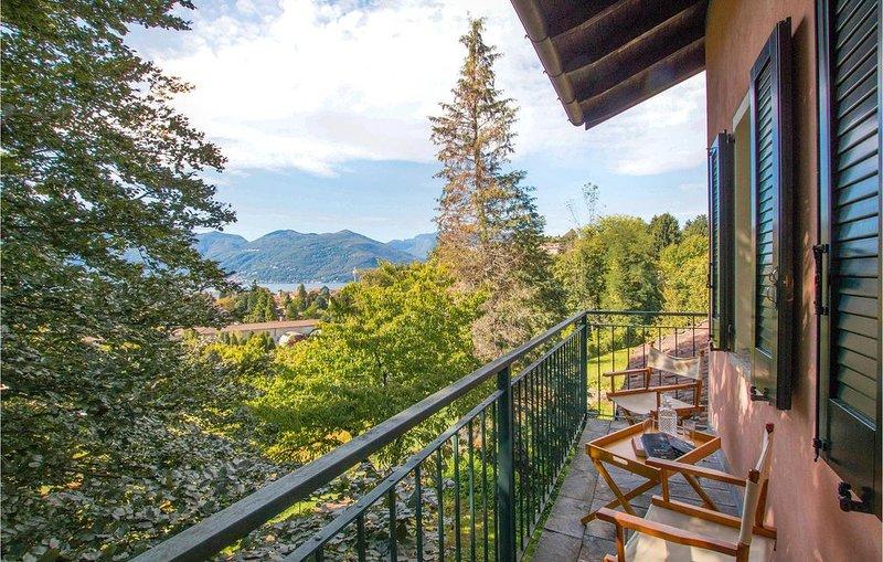 1 Zimmer Unterkunft in Luino (VR), holiday rental in Luino