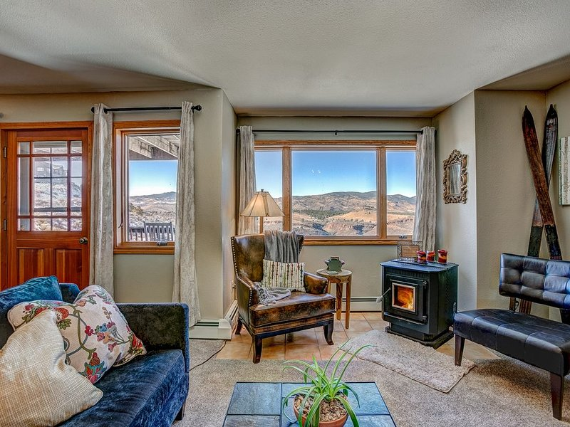 Fort Collins Mountain Living with Breathtaking Views!, location de vacances à Fort Collins