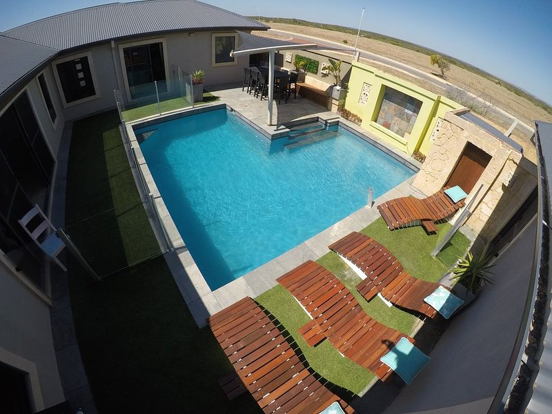 The Beach Retreat - Beach + Pool = Relax!, holiday rental in Green Head