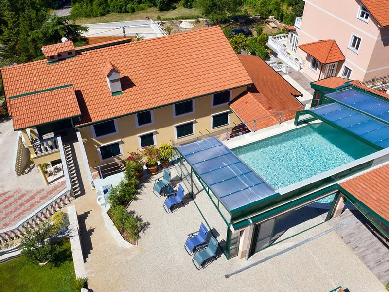 Villa Meri with private pool, 12 people, garden, free WiFi, covered terrace, BBQ, vacation rental in Sarsoni