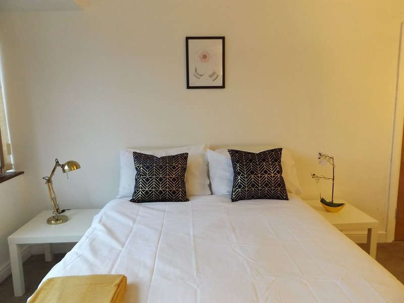 Big room in coventry, holiday rental in Ansty