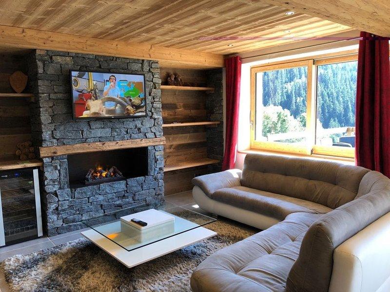 Appartement 8 à 14 personnes grand confort dans un chalet savoyard, holiday rental in Champagny-en-Vanoise