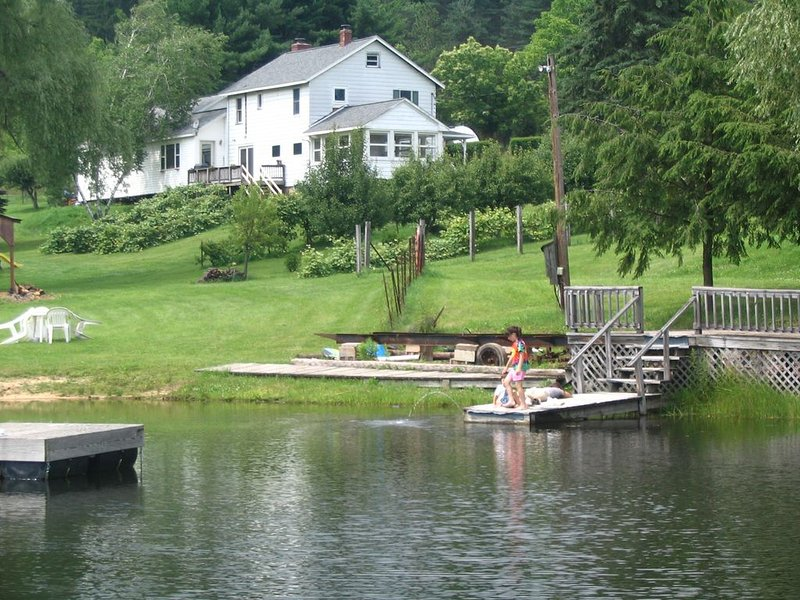 All-In-One Private Getaway! Country Mountains, Sandy Beach, Tons of Fun & Space!, location de vacances à Blossburg
