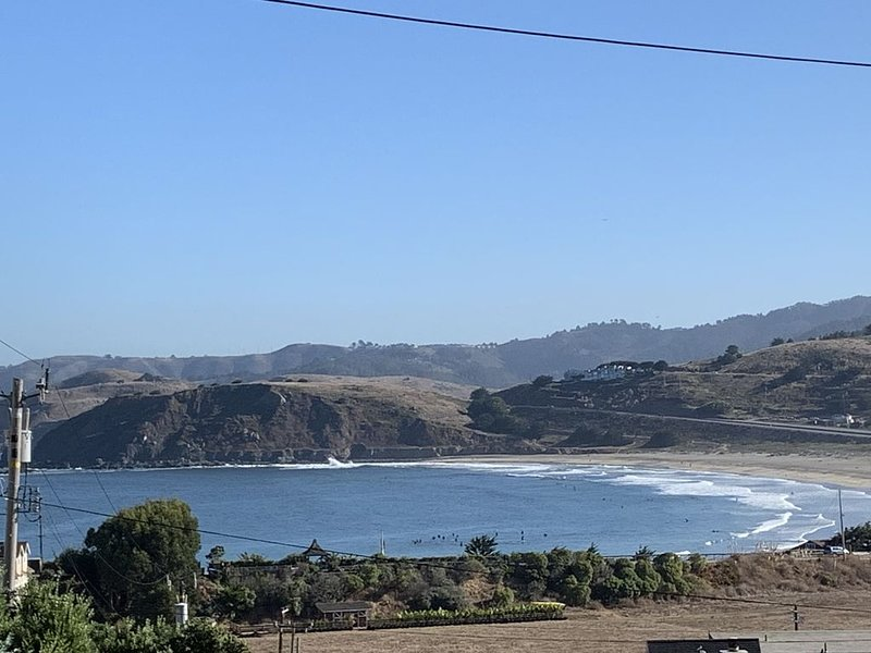 Stunning Ocean Views! Sitting 70 feet high on a bluff over the blue Pacific, vacation rental in Pacifica
