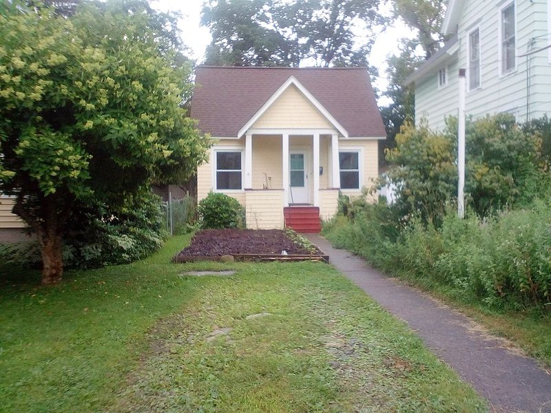 Small house, walking distance from SUNY or downtown Cortland, vacation rental in Freeville
