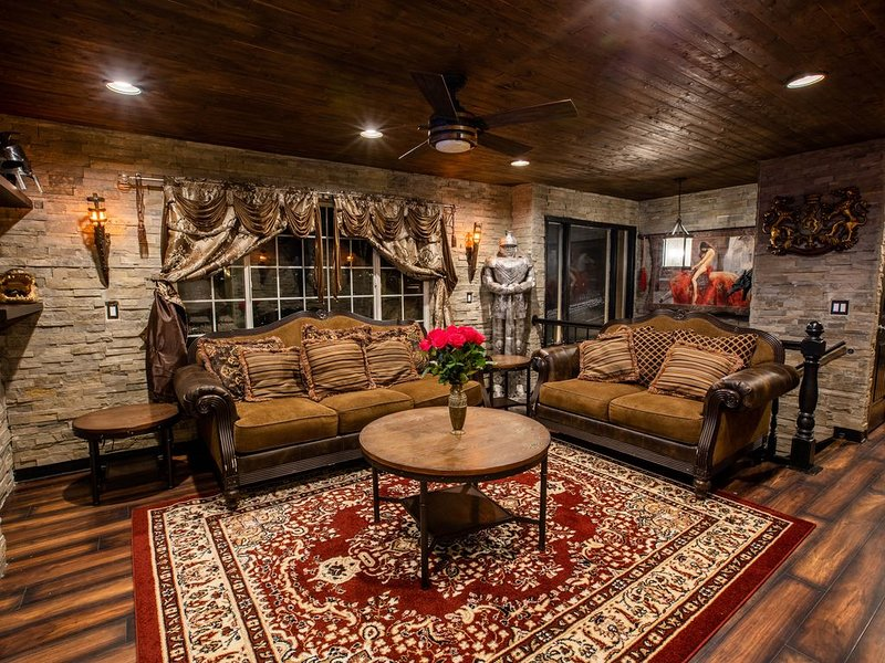 Stonewall Castle | Theater | Jacuzzi | Inspiring, casa vacanza a Midvale