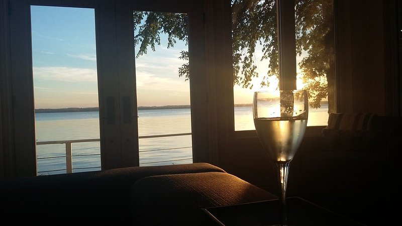 Lakeside getaway on the shores of Lake Simcoe – semesterbostad i Newmarket