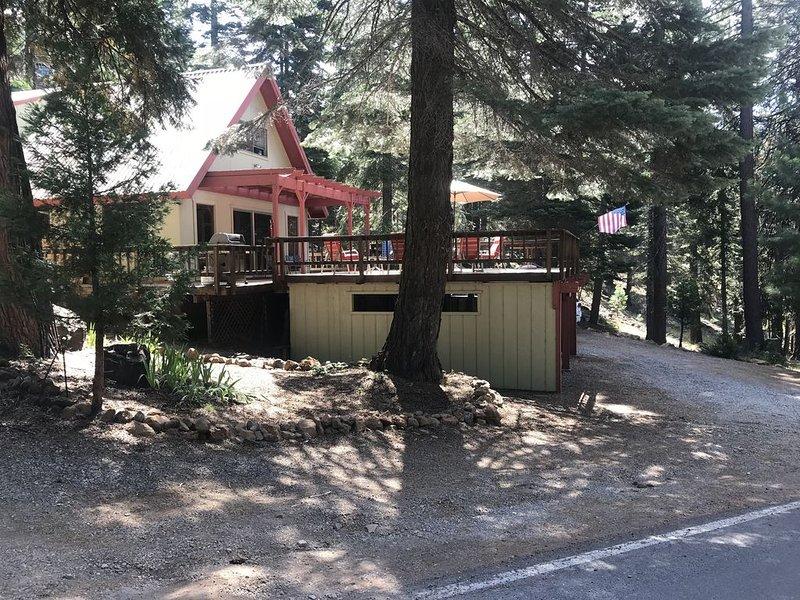 Lake Almanor Peninsula Cabin, casa vacanza a Hamilton Branch