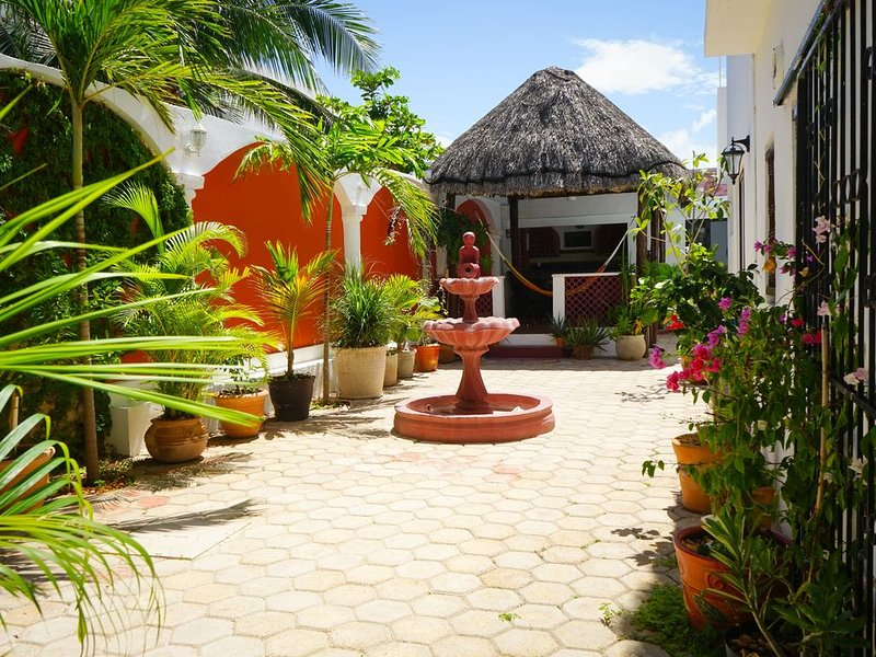 Newly Renovated house! Pool, Wifi,TV, Ocean View. Close 2 restaurants & shopping, holiday rental in Progreso