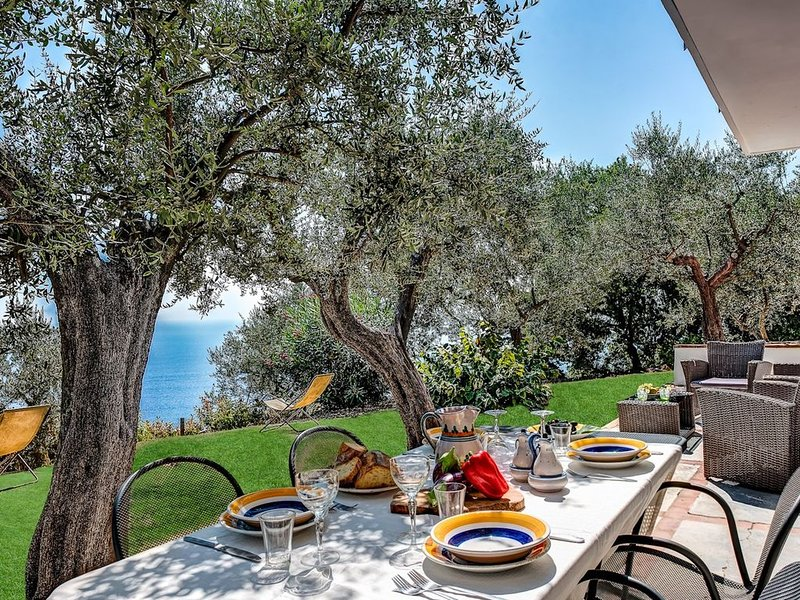 Mirò Torca - with Beautiful views of the Amalfi Coast from your sun-drenched ter, Ferienwohnung in Sant'Agata sui Due Golfi