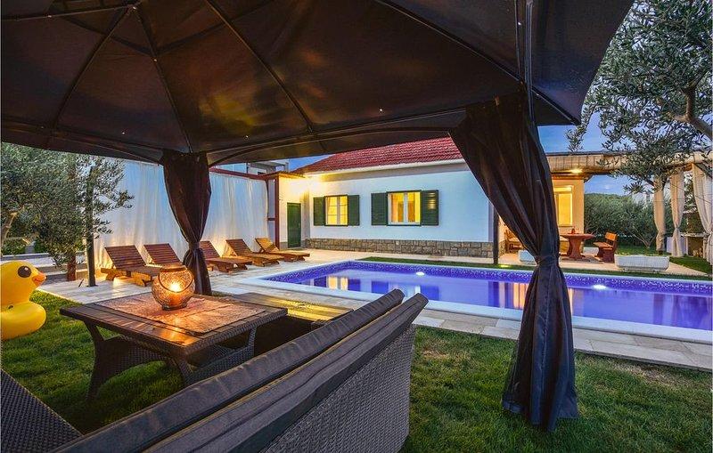 2 Zimmer Unterkunft in Solin, vacation rental in Solin