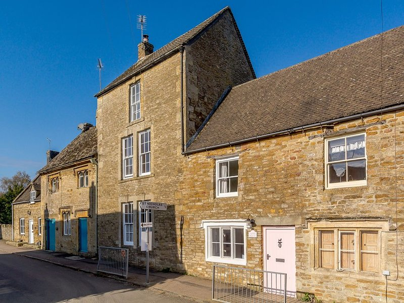 Perfect for holiday break Beautiful Four bedroom Cotswold House, vacation rental in Upper Oddington