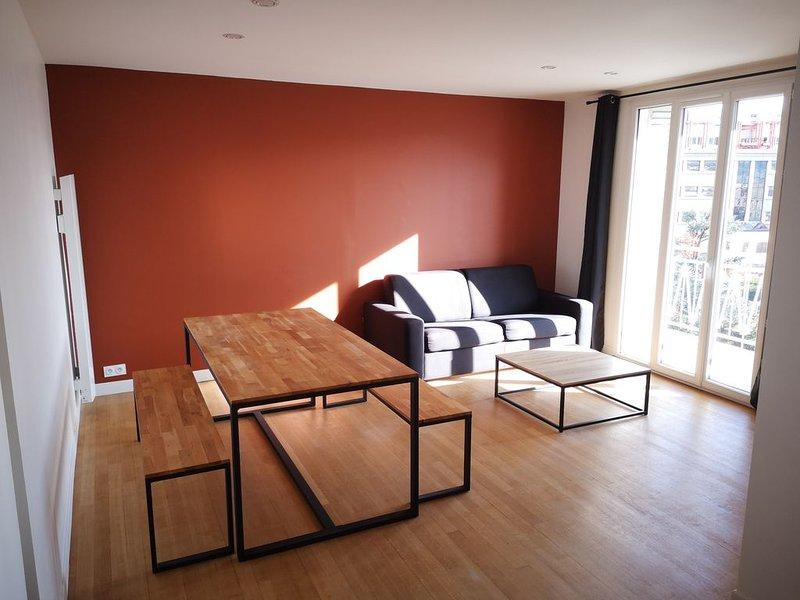 Superbe appartement entièrement rénové en 2019!, holiday rental in Grenoble
